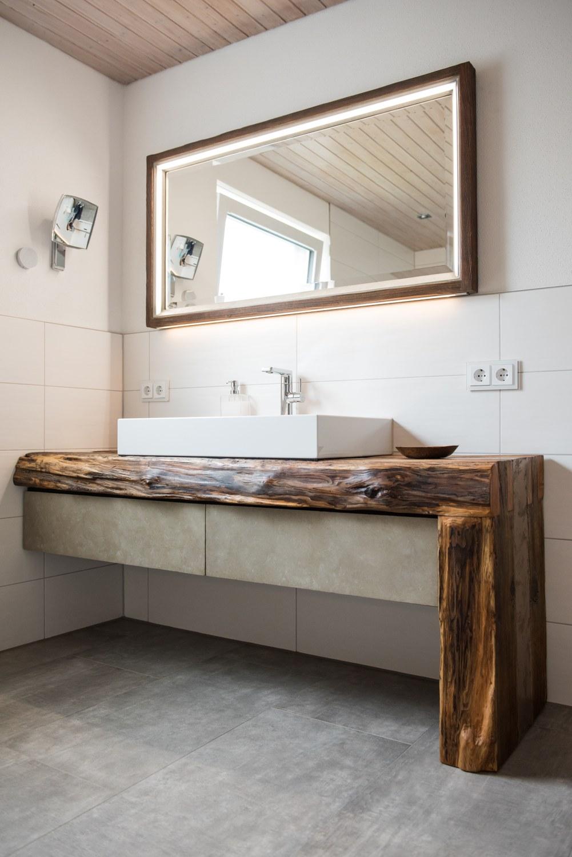 bad kombination aus altholz beton und bronce schreinerei vergolderei seem ller in die en am. Black Bedroom Furniture Sets. Home Design Ideas